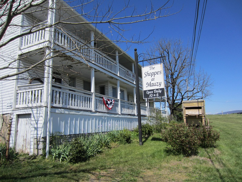 Shoppes at Mauzy